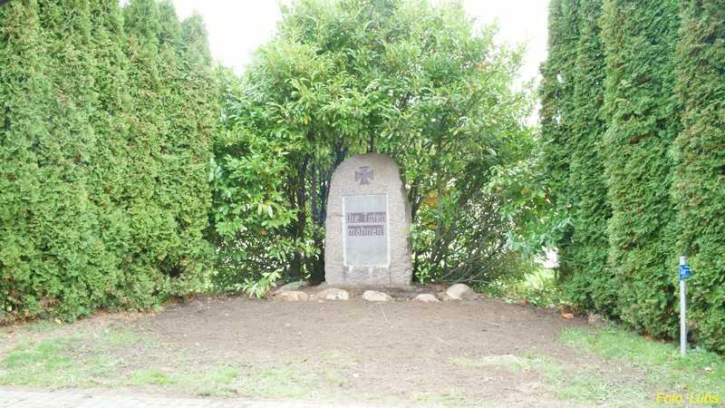 Aktion: Gedenksteinrenovierung in Reddelich im Oktober 2013